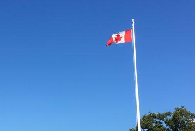 バンクーバーとアメリカの国境:ポイントロバーツ(Point Roberts)でのビザの切り替え(フラッグポール)
